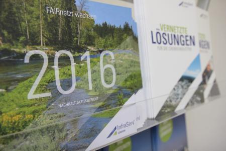 Im neuen Nachhaltigkeitsbericht informiert InfraServ Gendorf über nachhaltige ökonomische, ökologische und soziale Aktivitäten des Unternehmens.