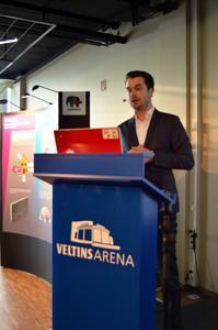 Claus Piekutowski, Key Account Manager bei Disbon, widmete sich auch der Frage, welche Normen bei Sanierungsarbeiten zwingend zu beachten sind / Fotos: Achim Zielke