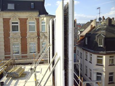 Gitterträger verbinden die Innen- und die Außenschale der energiespa...
