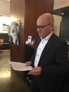 """Der Vorsitzende der Fachgesellschaft """"Löten"""", Dr.-Ing. Hartmut Schmoor, begrüßte die Gäste des Festabends (Quelle: DVS)"""