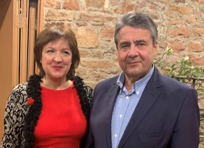 Sigmar Gabriel mit Manuela Engel-Dahan, Gründerin & Unternehmerin mit MUT-mach-SALON