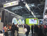 """Zur K-Messe herrschte auf dem Messestand der Sesotec GmbH reger Besucherandrang. Bei allen kam das Social Impact-Thema """"Circular Economy"""" gut an."""