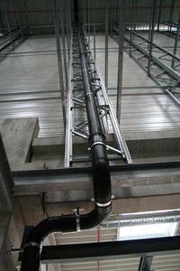 Deutlich mehr nutzbarer Raum: Die Zahl der Fallleitungen wird mit dem akasison Dachentwässerungssystem erheblich reduziert.