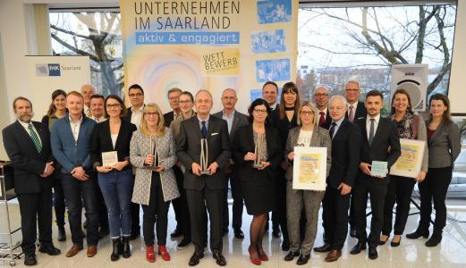 Ausgezeichnet wurden die GewinnerInnen von Dr. Hanno Dornseifer, Dr. Heino Klingen, Staatssekretär Jürgen Barke und Hans Joachim Müller