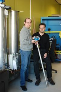 Per Störsignal zur Präzision: Eine höhere Messgenauigkeit ist das Resultat der Weiterentwick-lung von Ralf Reimelt (links) und Herbert Schroth