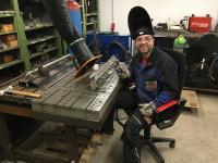 An seinem selbst eingerichteten Arbeitsplatz in der voll ausgestatteten Home-Werkstatt kann Alexander Studinger die Schweißarbeiten für FAB-Kunden unter Betriebsbedingungen ausführen.
