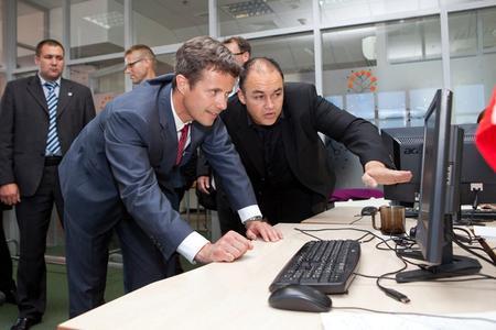 Zwiegespräch am Computer: CEO Majgaard (re.) und Kronprinz Frederik