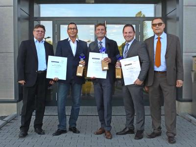 Jointly pleased on the supplier awards firstly presented by BMZ on the occasion of the Supplier Days 2016 (from left): Klaus Zengel, Head Operative Purchasing, Reiner Kraus, CEO S.K. Handel mit Industriebedarf (category flexibility), Martin Donnert, Key Accountant Manager Sony Europe (category quality), Thomas Haas, Project Manager Sales at LTI Metalltechnik (category innovation) and Peter Adomeit, Head Strategic Purchasing at BMZ
