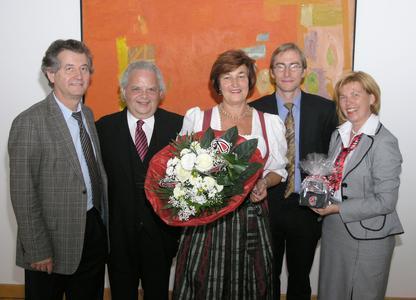 (Von links nach rechts) Rudi Sailer (Geschäftsführer GMU), Uwe Schmidt (Vorsitzender des Vorstandes - MailPerfect Europe AG), Sozialministerin Christa Stewens, Tobis Burz (2.Vizevorsitzender GMU), Beate Helm (Director Deaf Community-MailPerfect Europe AG)
