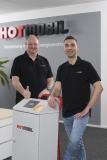 Sven Harbeck (links) und Christoph Beceric verantworten bei Hotmobil den Technischen Kundenservice, Bildquelle: Hotmobil