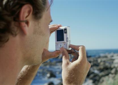 Für Rundreisen und Entdeckertouren empfiehlt Robert Geipel, Fotoexperte von CEWE, eine gute Kompaktkamera, da bei Wanderungen leichtes Gepäck das A und O ist