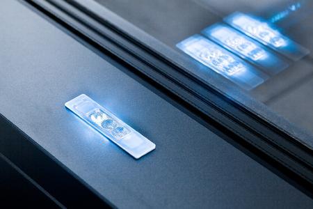 """Die voll profilintegrierte LED-Lichtlösung Schüco LightSkin powered by Zumtobel wurde mit der Auszeichnung """"Winner"""" in der Kategorie """"Building and Elements"""" ausgezeichnet / Bildnachweis: Schüco International KG"""