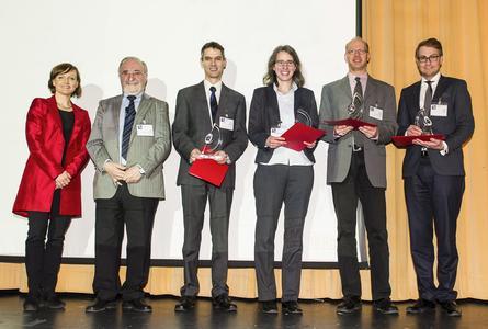 V.l.n.r.: Bettina Martin (SEMIKRON-Stiftung), Prof. Leo Lorenz (ECPE e.V.), Dr. Patrick Berwian (Fraunhofer IISB), Larissa Wehrhahn-Killian (Infineon Technologies AG), Dr. Michael Krieger (LAP,  Friedrich-Alexander-Universität Erlangen-Nürnberg), Dr. Steffen Oppel (Intego GmbH) in Vertretung für Michael Schütz (Intego GmbH). Copyright: SEMIKRON