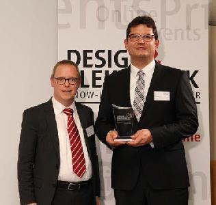 """Nach der Preisverleihung: Ralf Higgelke (li.) von """"Design und Elektronik""""/Weka Fachmedien und Rainer Hald, Chief Technology Officer VARTA Microbattery"""