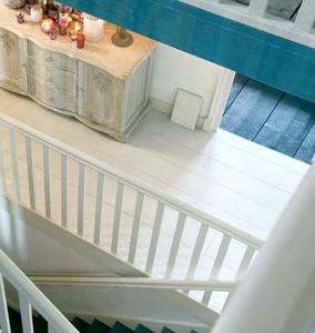 Mit dem neuen wasserbasierten Lacryl-PU Holzbodenlack 274 bietet Brillux eine neue Lösung für die schnelle, geruchsarme und dekorative Überarbeitung von vorhandenen Holzböden