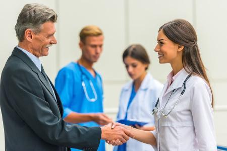 Stellenangebot Geschäftsführende Pflegedienstleitung für einen ambulanten Pflegedienst in Hessen. Hamburger Headhunter sucht Geschäftsführerin