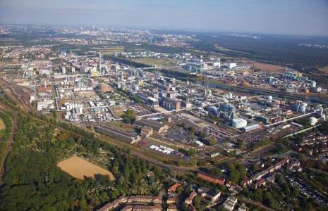 Parc industriel Höchst : Environ 90 entreprises employant près de 22 000 personnes sur un terrain de 460 hectares (Image : Infraserv Höchst)