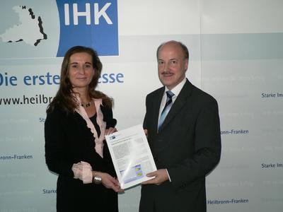 IHK Hauptgeschäftsführerin Elke Schweig und Dr. Helmut Kessler (stellv. Hauptgeschäftsführer) präsentieren den Wirtschaftslagebericht für das 3. Quartal 2012