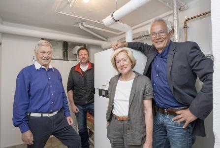 Moderner Wärmekomfort: Glückliche Hausbesitzer freuen sich über das Rundum-Sorglos-Paket von german contract © german contract