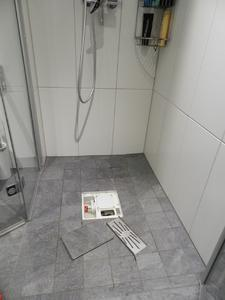 Bild 5: Einfache Reinigung durch Abnahme der Ablaufkomponenten. Foto: Geerkens Bäder Wärme Solar GmbH, Rheinberg - Pentair Jung Pumpen, Steinhagen