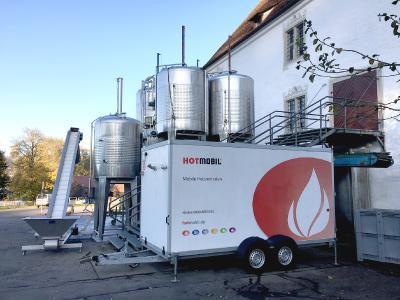 Die mobile Heizzentrale, mit einer Heizleistung von 950 kW, erwärmt die Maische innerhalb von zwei Minuten von 20°C auf 80°C / Bildquelle: Hotmobil Deutschland GmbH