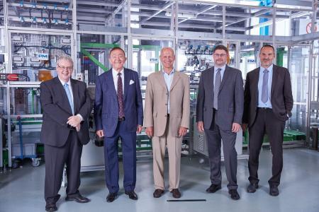 Große Freude beim Vorstand der Proton Motor Power Systems plc über die neue Auszeichnung_vl_R. Kotlarzewski (CFO), Dr. F. Nahab (CEO), H. Gierse (Chairman), S. Goldner (CTO_COO), M. Limbrunner (Director Sales & Marketing)