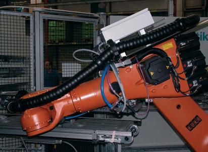 """Bereits bei Kunden im Einsatz: neues Platz sparendes """"Triflex RS""""-System, hier mit montiertem Verteilerkasten"""