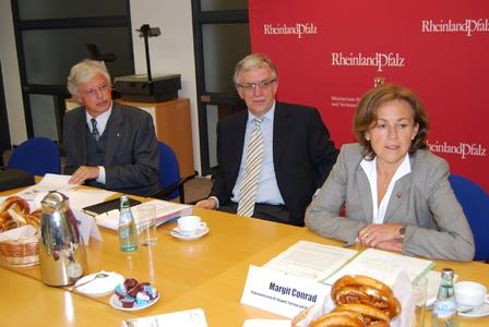 Das Foto (F. Froeßl, Umweltministerium) zeigt Ministerin Margit Conrad