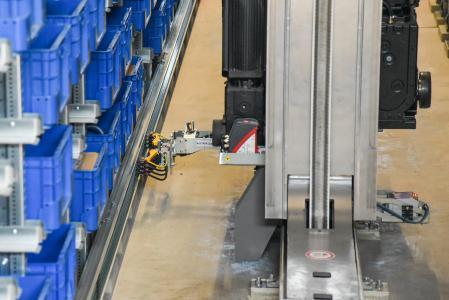 AKL Jungheinrich - VAHLE Stromschienensystem VKS + Stromabnehmer im Einsatz