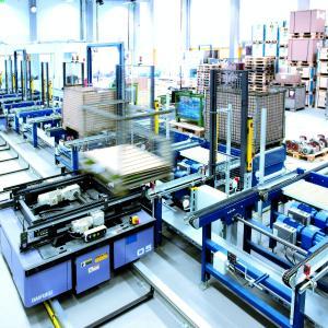Für die speziellen Anforderungen in der Palettenfördertechnik bietet NORD DRIVESYSTEMS ökonomische Antriebslösungen mit hoher Überlastfähigkeit.