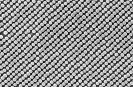HGST erreicht 10-Nanometer-Meilenstein bei Bit-Patterned Media Technologie, Nanotechnologieprozess wird Datendichte heutiger Festplatten verdoppeln