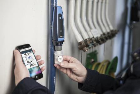 Das CAPBs® sens WQ 10 von Afriso überträgt die Messwerte per Bluetooth direkt auf das Smartphone oder Tablet, Quelle: Afriso