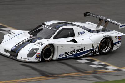 Der mit einem Ford EcoBoost-Motor angetriebene Daytona Prototyp (DP) des Michael Shank Racing-Teams mit der Startnummer 14 setzte auf Continental-Rennreifen mit einer Rundenzeit von 40,364 Sekunden (222,971 mph) einen neuen Rekord für die schnellste Einzelrunde in Daytona