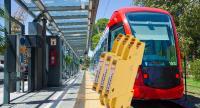 BLITZDUCTORconnect - Einfach. Sicher. Leistungsstark. - Schützt Automatisierungs- und informationstechnische Schnittstellen im Bereich der Bahninfrastruktur. (Quelle Hintergrundbild: © alex_black – stock.adobe.com)