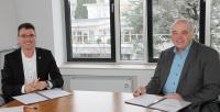 BWI GmbH und das Fraunhofer-Institut für Kommunikation, Informationsverarbeitung und Ergonomie (FKIE) vereinbaren Intensivierung ihrer Partnerschaft (v.l.n.r.: Martin Kaloudis, CEO BWI GmbH, Prof. Dr. Peter Martini, Institutsleiter des Fraunhofer FKIE) - Quelle: Fraunhofer FKIE