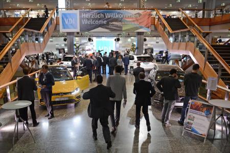 """Der VDI-Kongress """"Kunststoffe im Automobilbau"""" (KIA) tagt in 2018 unter neuem Titel, """"PIAE"""" (""""Plastics in Automotive Engineering"""") vom 14. -15. März in Mannheim (Bild: VDI Wissensforum)"""