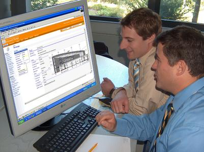 Die Autoren - Dipl.-Ing. Hans C. Hoffmann (rechts), Dipl.-Ing. Marcus Hallscheidt (linksim Bild) sind Vertriebsleiter der Nemetschek Bausoftware GmbH.