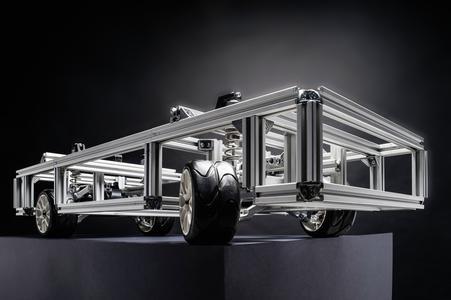 Mit dem Demonstrator im Modellmaßstab werden neue Antriebs- und Lenkkonzepte für Elektroautos am KIT getestet. (Bild KIT/ M. Breig)