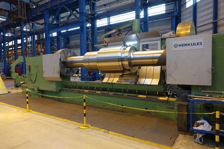 Die Walzengießerei Coswig GmbH hat rund drei Millionen Euro in eine neue CNC-Drehmaschine investiert.