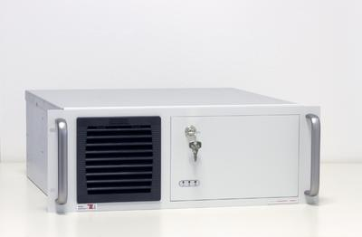IP54-geschützter Industrie-PC in schwarz oder RAL7035