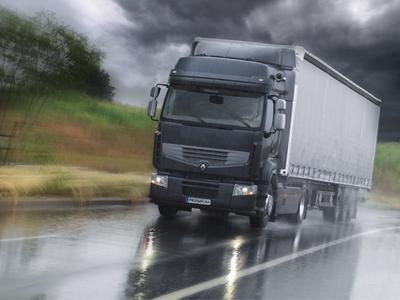 Das Fahrunterstützungssystem von Renault Trucks hilft Fahrern, besser auf Gefahren zu reagieren