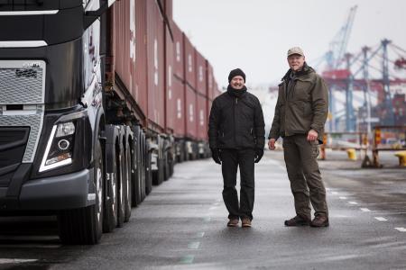 """Um das I-Shift-Crawler einer extremen Belastungsprobe auszusetzen, gehen Magnus Samuelsson, früherer Gewinner des Titels """"World's Strongest Man"""", und Lkw-Journalist Brian Weatherley hart an die Grenzen der Physik"""