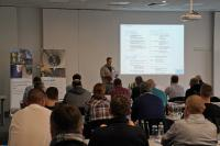 Andreas Over, neuer Vertriebsleiter Deutschland des Fachbereichs ombran der MC-Bauchemie, begrüßt die Teilnehmer zum 3. ombran Erfahrungsaustausch.