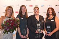 auenpower bei der Verleihung des CIO des Jahres am vergangenen Donnerstag in München (v.l.): Moderatorin Kathrin Müller-Hohenstein, Julia Marhan (B. Braun Melsungen AG), Jutta von Mikusch-Buchberg (Premium AREOTEC) und Brigitte Falk (Cronimet), IDG/Foto Vogt
