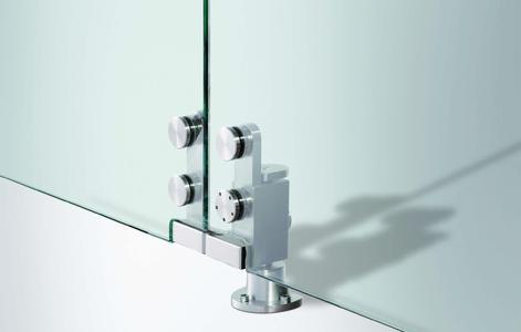 Manuelles Schiebewandsystem mit Ganzglas-Designbeschlägen (GGS) von GEZE, Detail unten