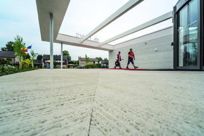 Dem klassischen Besenstrich in Beton ist die NOEplast Struktur Sydney nachempfunden.