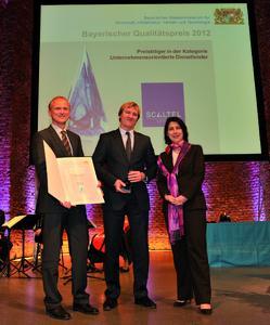 Christian und Joachim Skala bei der Preisverleihung durch Katja Hessel, Foto: stmwivt
