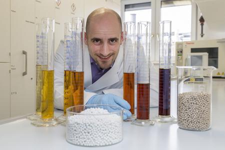 Dr. Christoph Röhlich und sein Team von Heraeus Precious Metals gewannen bei den Prozessinnovationen für einen neuartigen Recyclingprozess bei Palladium haltigen Katalysatoren. Quelle: Heraeus