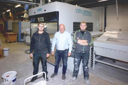 "Ven Spray Comfort at surface finishing specialist LMAB, ""The prestige of the Venjakob brand gives my customers peace of mind"", states Gen-eral Manager Anders Samuelsson. In the photo: The family trio with General Manager Anders Samuelsson (center), Emil Samuelsson (left) and Anton Samuelsson (right). Photo: Copyright Venjakob"
