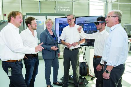 Virtual und Mixed Reality begeistern die Roundtable-Teilnehmer bei Optima. Erste Anwendungen gibt es – und die Zukunft sieht vielversprechend aus
